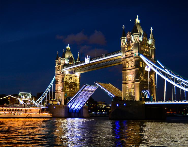 Мост в кимрах фото конечно увеличивает
